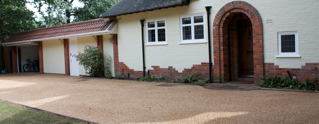 block paving driveways, tar and chip decorative stone, paving, patios, roofing, fencing, brickwork, landscaping and tarmacing